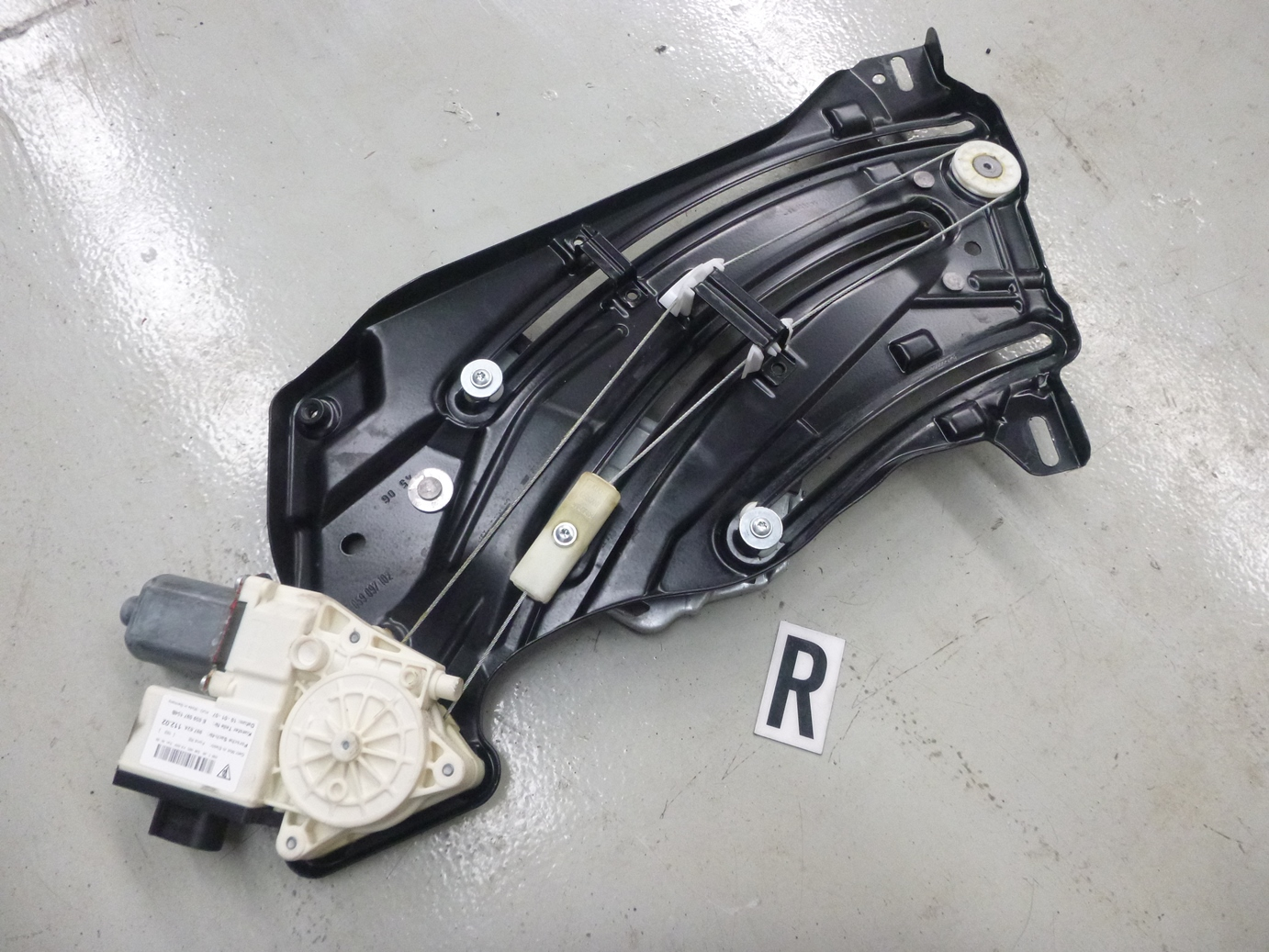 Porsche-911-997-Carrera-S-Cabriolet-2007-Power-Window-Motor-Rear-RHS-J041