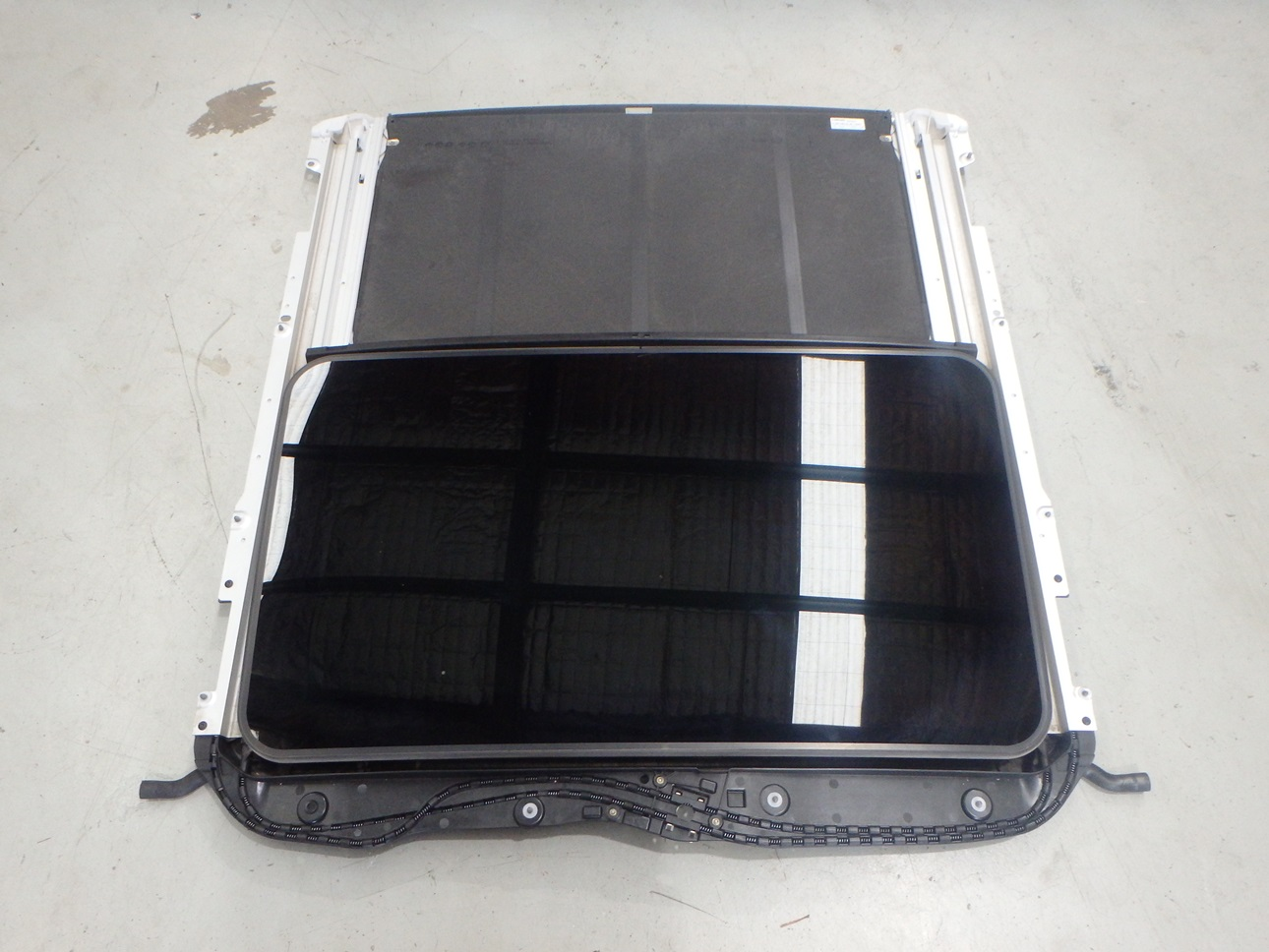 Mercedes benz c63 amg 2009 w204 sunroof sun roof assembly for Mercedes benz sunroof repair
